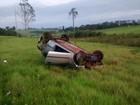 Motorista fica ferido após capotar carro em vicinal de Guaiçara