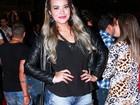 Geisy Arruda e ex-BBB Lia Khey se divertem em festa sertaneja
