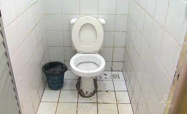 Condição dos sanitários é outra reclamação dos alunos (Foto: Amazônia TV)