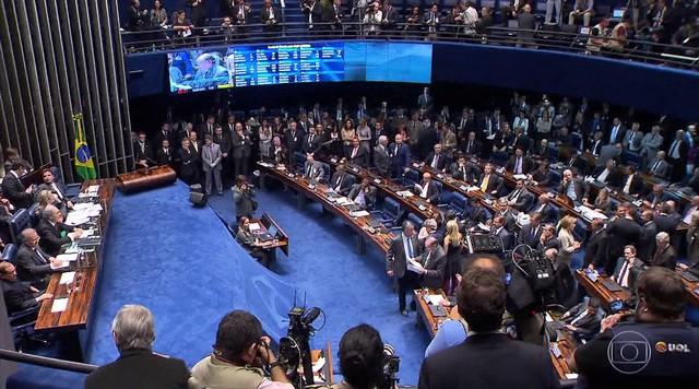 Senado aprova impeachment, mas permite que Dilma ocupe cargos públicos