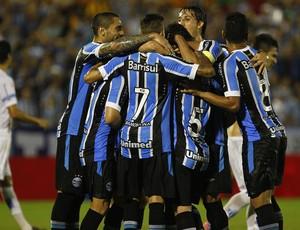 Grupo do Grêmio comemora gol de Ramiro Gauchão Novo Hamburgo