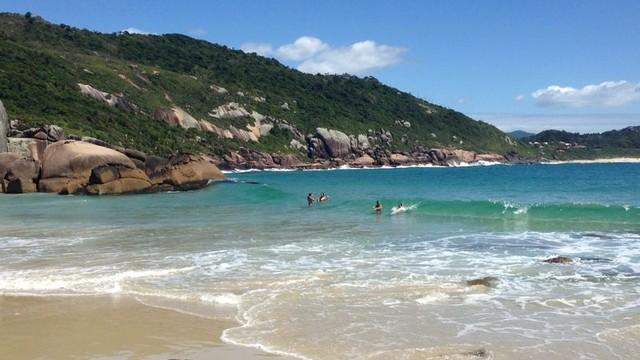 Praia do Gravatá surpreende pela água cristalina (Foto: Adriana Krauss/Arquivo pessoal)