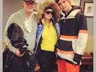 Paris Hilton se prepara para esquiar com o pai e o namorado