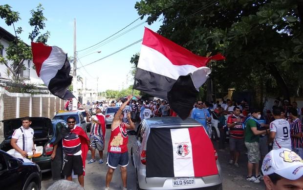 Torcida do Santa Cruz (Foto: Elton de Castro/Globoesporte.com/PE)