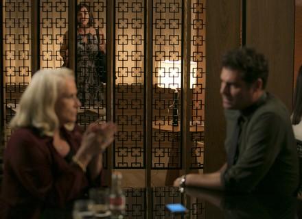 Beth descobre que Ciro e Mág são amantes