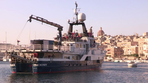 Casal investiu recursos próprios em barco que fica baseado em Malta (Foto: BBC)