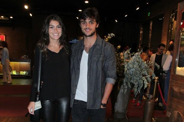 Felipe Simas e namorada (Foto: Marcello Sá Barretto/Agnews)