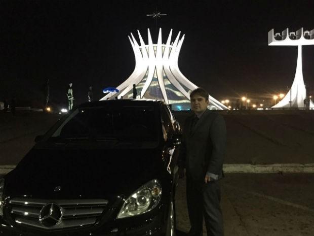 Roger Guimarães, motorista do carro que levou a noiva até a Catedral Metropolitana de Brasília neste sábado (16) (Foto: Alexandre Bastos/G1)