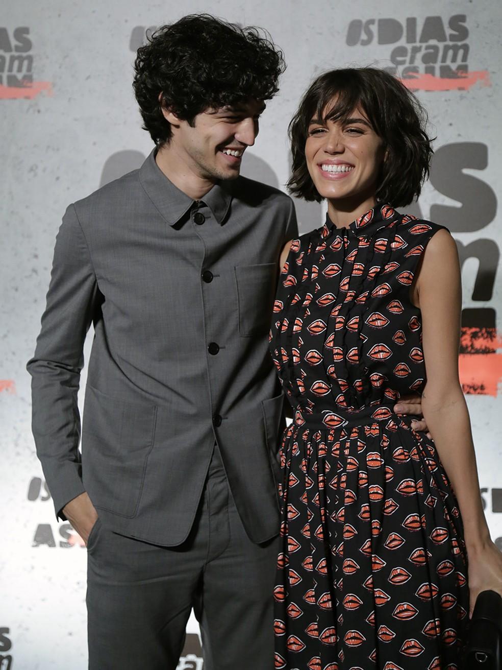 Gabriel Leone e Carla Salle interpretam Gustavo e Maria (Foto: Raphael Dias/Gshow)