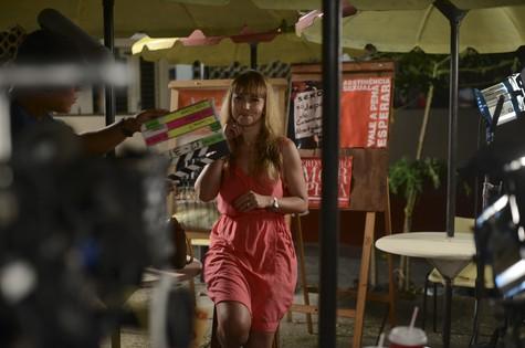 Simone Soares nos bastidores de 'As Canalhas' (Foto: Divulgação)