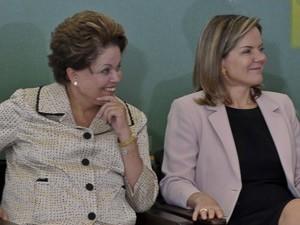 A ministra Gleisi  Hoffmann com a presidente Dilma Rousseff em evento no Palácio do Planalto  (Foto: Antônio Cruz / Agência Brasil)