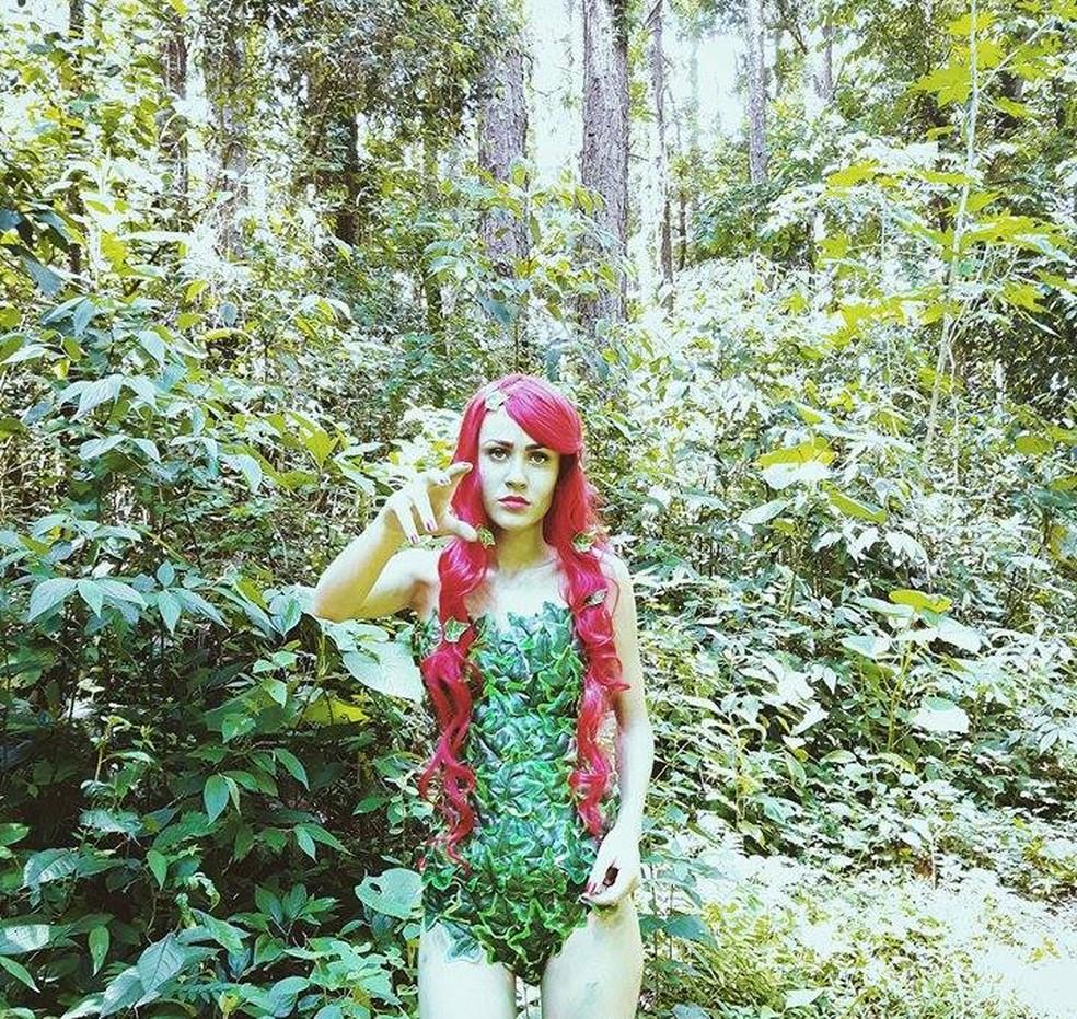 Cosplay da personagem Hera Venenosa (Foto: Fernando Henrique de Souza/Arquivo pessoal)