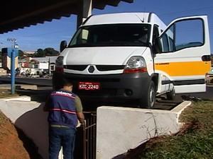 Vistoria Van Escolar Araxá (Foto: Reprodução/TV Integração)