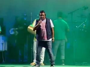 Clareou se apresenta no Estação Rio (Foto: Reprodução / G1)