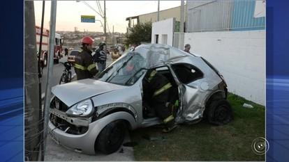 Acidente entre carro e moto deixa três feridos em Sorocaba