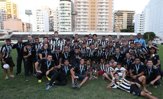 Tang Shi treino Botafogo (Foto: Vitor Silva / SS Press)