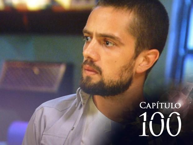 Vicente fica surpreso ao ver invasão ao casarão de Antoninho (Foto: TV Globo)