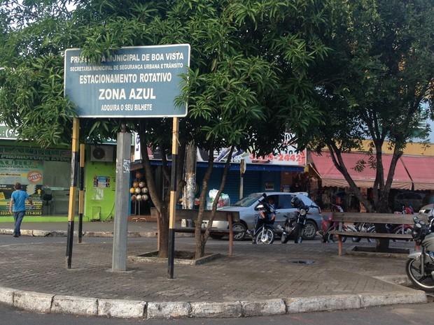 Placa mostra que um dia funcionou o estacionamento rotativo em Boa Vista (Foto: Bruno Perez/G1 RR)