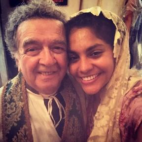 """Umberto Magnani e Bárbara Reis nos bastidores de """"Velho Chico"""" (Foto: Reprodução / Instagram)"""