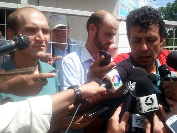 Pilotos sequestrados são liberados (Foto: Pollyana Araújo/G1)