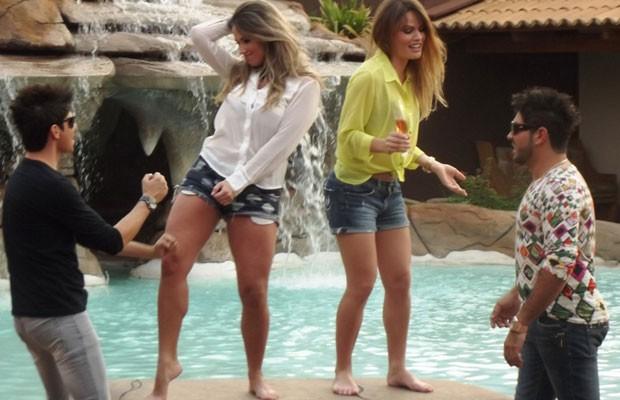 Dupla sertaneja Ivis e Carraro lança clipe gravado com ex-bbbs Fani e Natália, em Goiânia (Foto: Divulgação)
