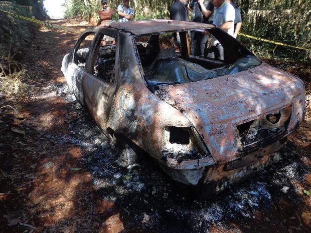 Carro estava em uma estrada rural de Santa Maria do Oeste (Foto: Divulgação / Polícia Civil)