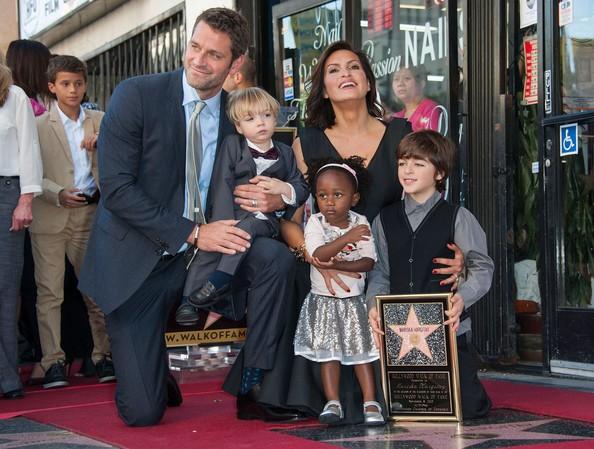 Mariska Hargitay com sua família. (Foto: Divulgação)