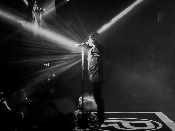 Paulo Ricardo usa blusa especial durante música Raio-X (Foto: Juliana Hippertt/Gshow)