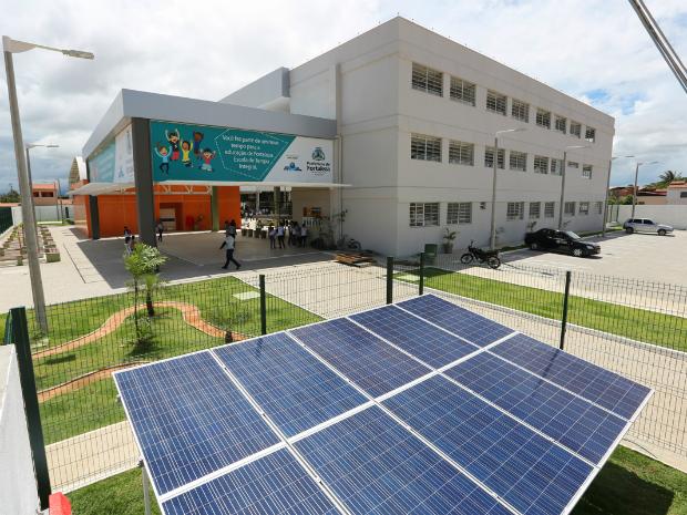 Escola será abastecida por painéis solares, gerando economia de R$ 2 mil por ano (Foto: Prefeitura de Fortaleza/Divulgação)