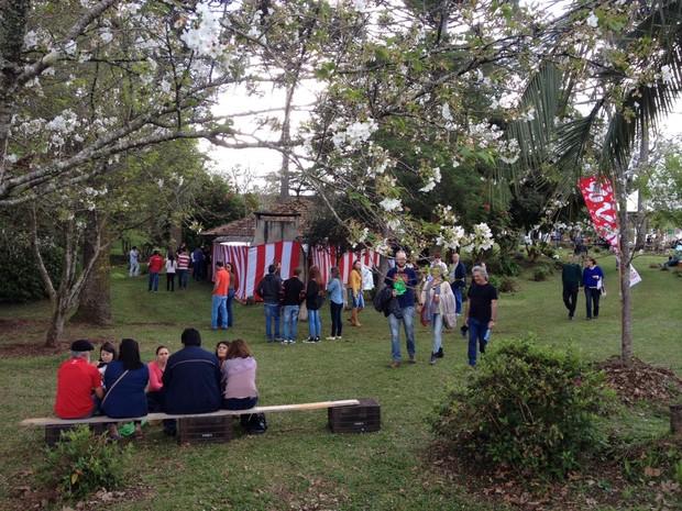 Durante o evento, moradores da região ficaram no parque (Foto: Eduardo Cristofoli/RBS TV)