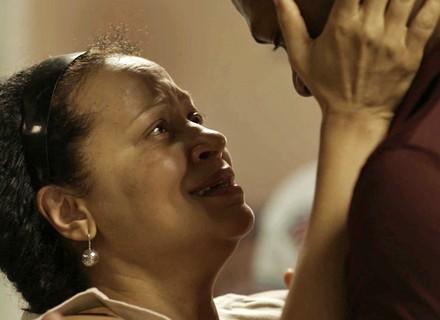 Teaser: Madalena tem reencontro emocionante com o filho