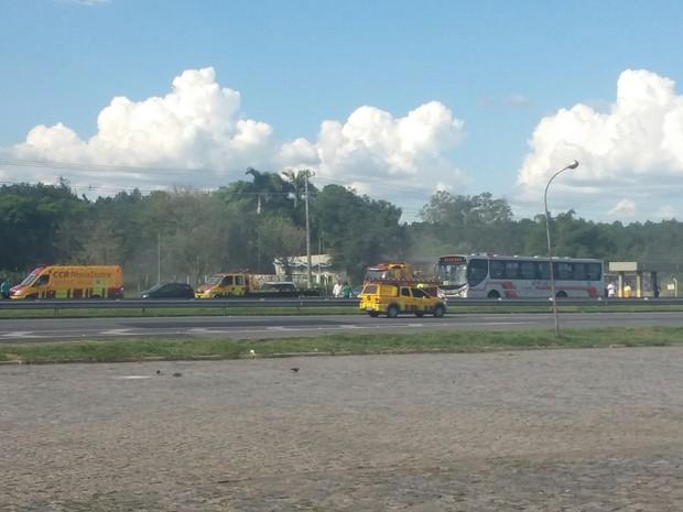 Engavetamento congestionou trânsito na Dutra, em Resende (Foto: Guilherme de Carvalho Gonçalves/Arquivo Pessoal)