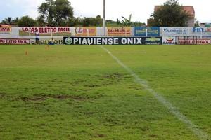 Campo do Estádio Juca Fortes, em Barras (Foto: Josiel Martins )