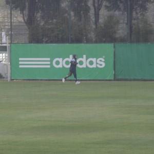 Valdivia treina sob chuva no Palmeiras (Foto: Felipe Zito)
