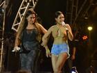 Simaria, da dupla com Simone, usa shortinho e mostra demais em show