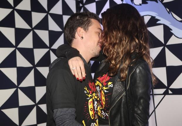 Di Ferrero e Isabeli Fontana no Lollapalooza (Foto: Iwi Onodera/ EGO)