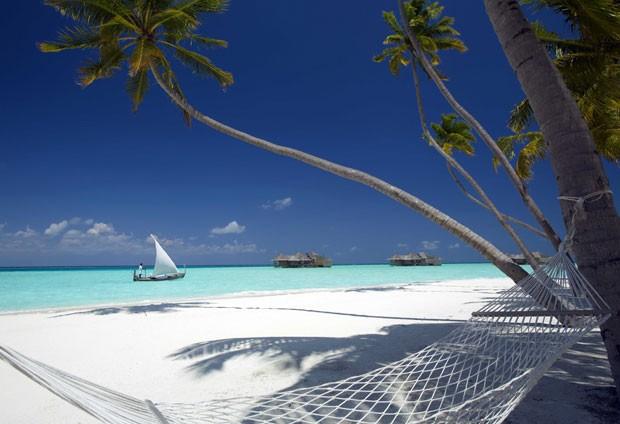 Rede em frente à praia do hotel (Foto: Gili Lankanfushi/Divulgação)