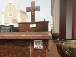Objetivo é que QR Code em túmulo atraia curiosidade (Foto: Arquivo Pessoal/ Jefferson Biajone)
