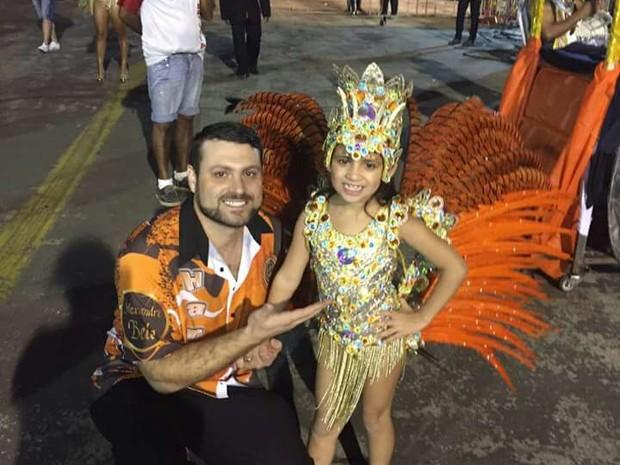 Claudecir Piovessani acompanhou a filha durante desfile (Foto: Cristiana Pereira/Divulgação)