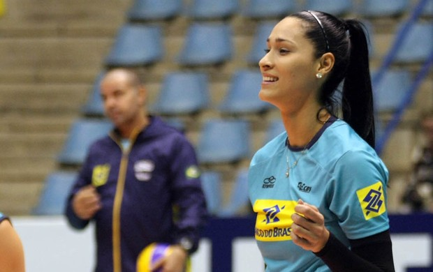 Jaqueline treino vôlei Brasil Grand Prix (Foto: Alexandre Arruda/CBV)
