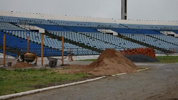Reformas no Estádio Amigão (Foto: Silas Batista / Globoesporte.com/pb)