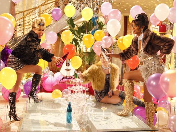 Balões e muita cor: Empreguetes viraram tema de festinha infantil (Foto: Cheias de Charme / TV Globo)