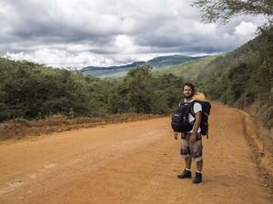 Leonardo numa caminhada de 18 km até o Vale do Capão, na Bahia (Foto: Leonardo Maceira/Arquivo pessoal)