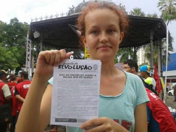 Estudante Julia Tizziani Silva é contra golpe (Foto: Renê Dióz/ G1)