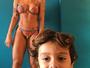 Jaque Khury posa para mostrar corpo e filho entra em foto: 'Ele ama'