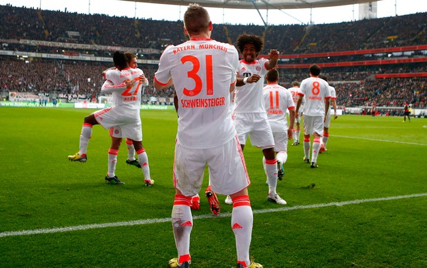 Schweinsteiger e Dante gol bayern de Munique (Foto: Reuters)