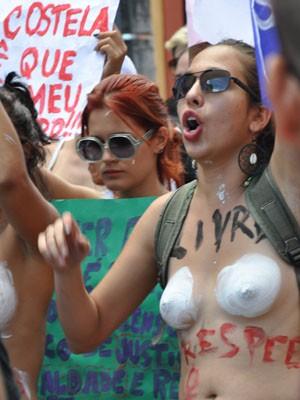 marcha das vadias; salvador; dois de julho (Foto: Eric Luis Carvalho/G1)