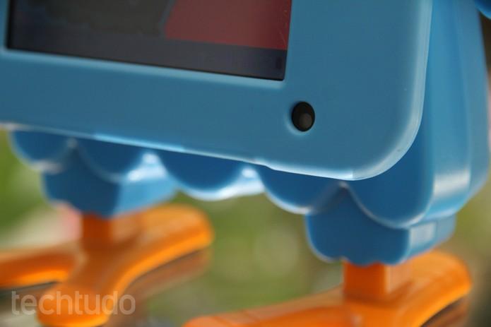 Detalhe da câmera do tablet Galinha Pintadinha (Foto: Luciana Maline/TechTudo)