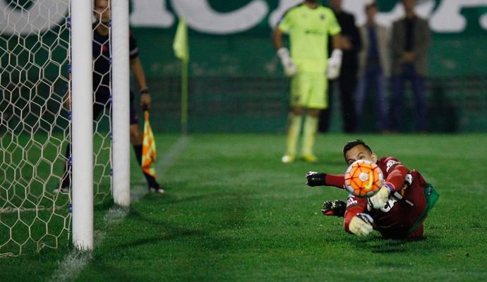 Danilo Chapecoense x Independiente (Foto: Márcio Cunha/Mafalda Press/Estadão Conteúdo)