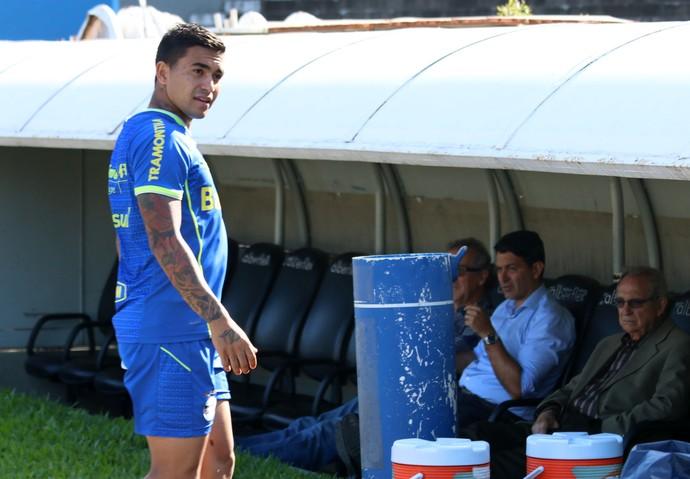 Dudu deixa treino antes (Foto: Diego Guichard)